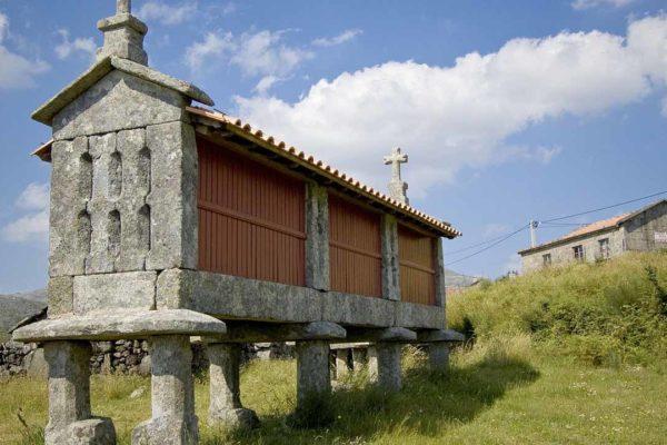 Entre hórreos, molinos o palomares: edificaciones de antaño que siguen vivas en nuestros paisajes